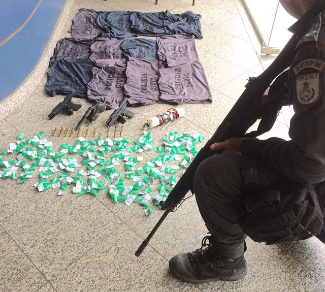 Troca de tiros entre policiais e assaltantes de caixa eletrônico em Japeri