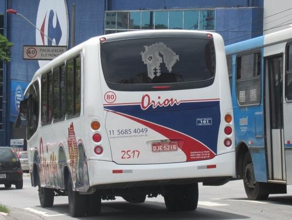 Assaltantes levam 35 mil reais e 30 celulares de passageiros de ônibus de excursão comercial que passava em Queimados com destino a São Paulo