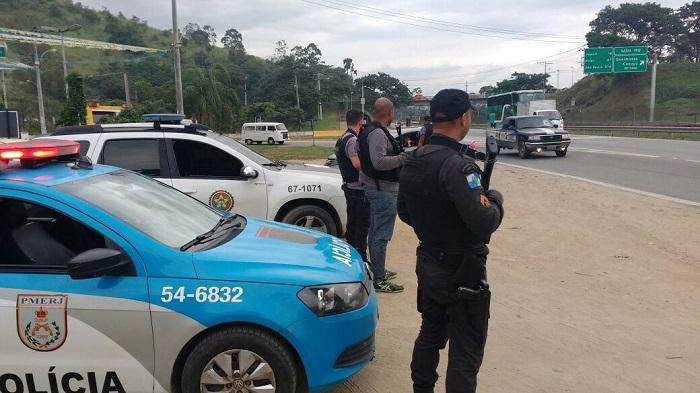 Dia de operação entre PM e Polícia Civil em Queimados para patrulha em pontos estratégicos