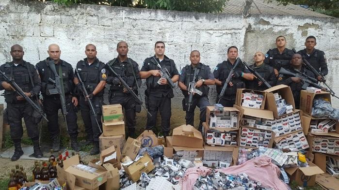 PM recupera carga de cigarro roubada ontem no Arco e prende um suspeito no 'Guandu'