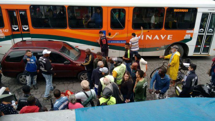 Acidente na manhã desta quarta-feira no centro de Queimados