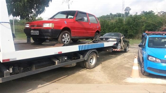 Blitz do 24º BPM nesta quinta-feira, 22-06, em Queimados, reboca 22 (vinte e dois) veículos em situação irregular