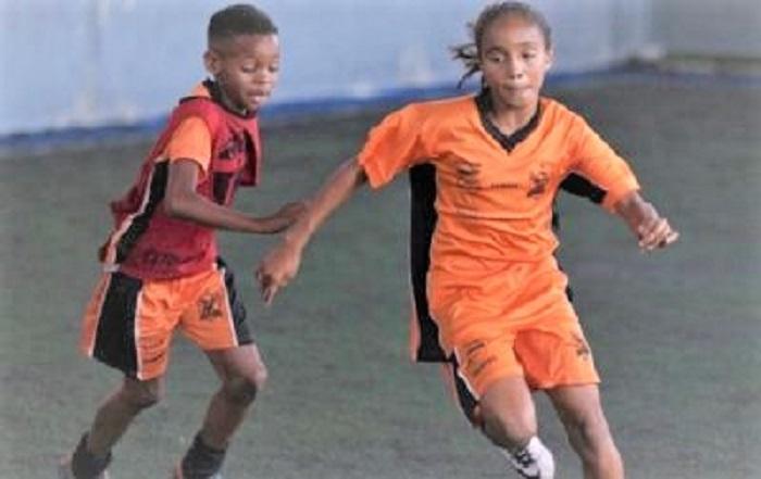 Aulas de futebol de graça no Centro Esportivo Durães. Não deixe o seu filho de fora.
