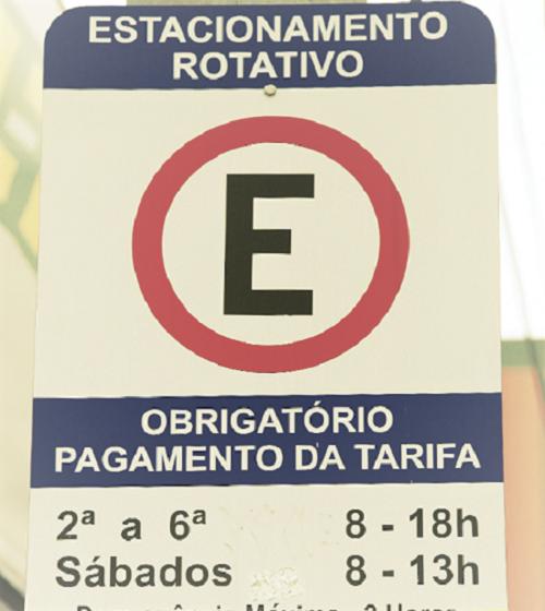 Prefeito de Queimados regulamenta Sistema de Estacionamento Rotativo Pago; vaga vai custar dois reais a cada duas horas