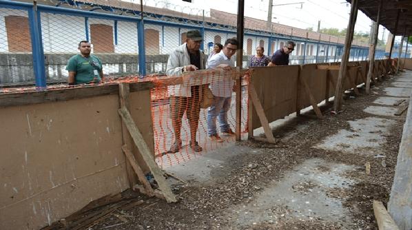 SuperVia notificada por fezes de pombo na estação ferroviária de Japeri