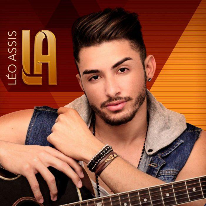 Cantor Léo Assis se apresenta em Queimados nesse sábado (9)