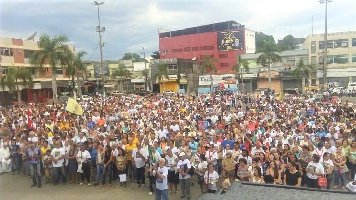 Celebração de Cristo Rei reúne milhares de fiéis católicos na Praça dos Eucaliptos em Queimados