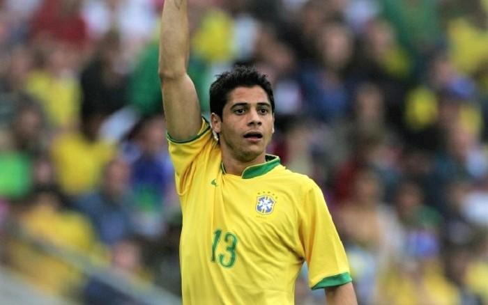 Cicinho, ex-jogador do São Paulo, do Real Madri e da Seleção Brasileira, também vai estar em Queimados no Jogo Beneficente Amigos de Patrick X Amigos de Thiago Costa