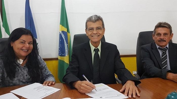 Câmara Municipal de Queimados vota na sessão extraordinária desta quarta-feira, 27/12, revogação do aumento de 45,4% concedido ao Vice-Prefeito