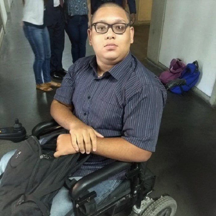 A 'via crucis' do cadeirante Igor Lima, estudante da Uerj e morador da Vila Americana em Queimados
