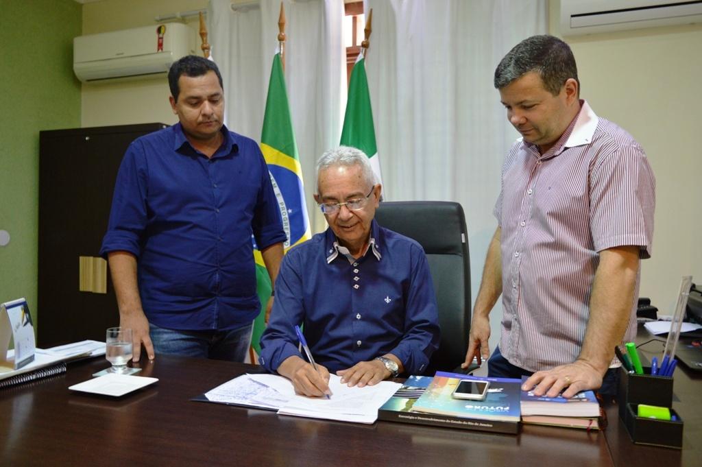 Prefeitura de Queimados encerra 2017 com salários do funcionalismo em dia