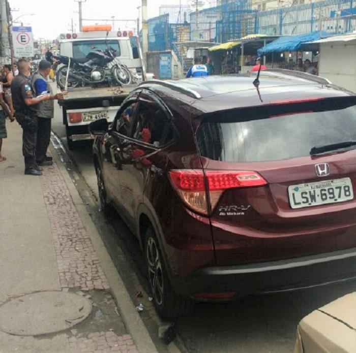 Agentes da Secretaria Municipal de Transporte e Trânsito de Queimados devolvem em casa carro rebocado do Presidente da Câmara