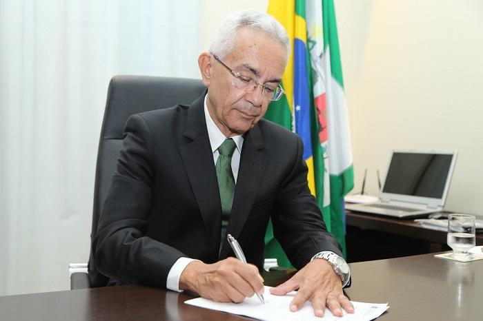 Prefeito de Queimados faz convocação extraordinária da Câmara de Vereadores para autorizar empréstimo de 5 milhões na Caixa Econômica, mas sessão pode não dar quorum.