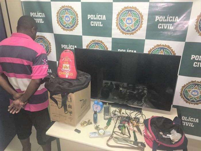 Policiais do Proeis prendem em flagrante em Queimados homem com carro e eletrodomésticos roubados