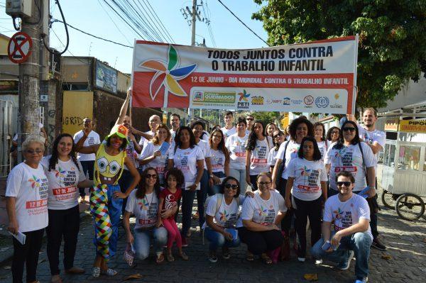 Queimados realiza passeata de conscientização do combate ao trabalho infantil.
