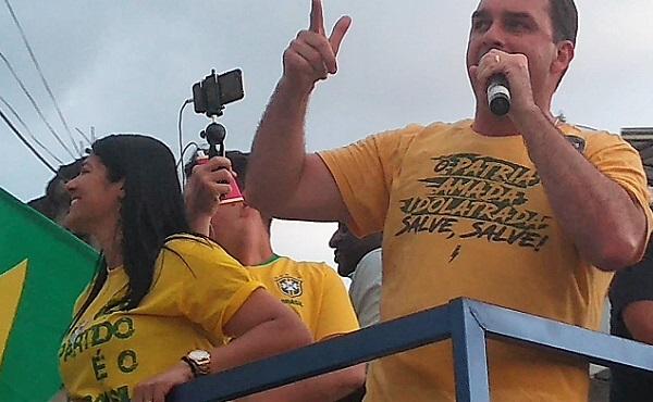 Flavio Bolsonaro fez carreata em Queimados, na tarde do sábado, 22/09