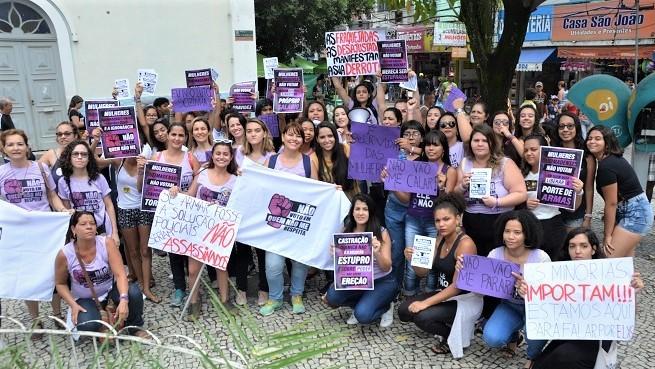 Mulheres dizem 'Não' a Bolsonaro em Queimados e seguem para a Cinelândia para fortalecer ato estadual