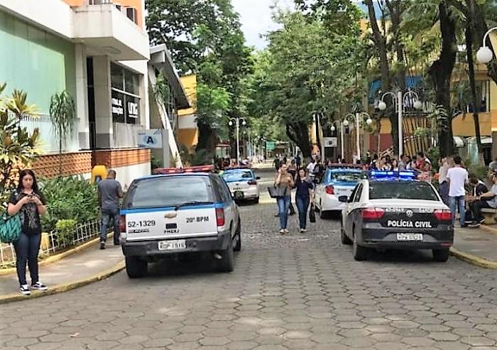 Bandidos assaltam agência do Bradesco na UNIG e levam pertences de alunos