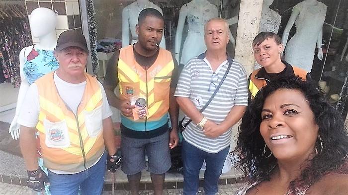Ativistas LGBT vão às ruas em Queimados pela prevenção contra a Aids