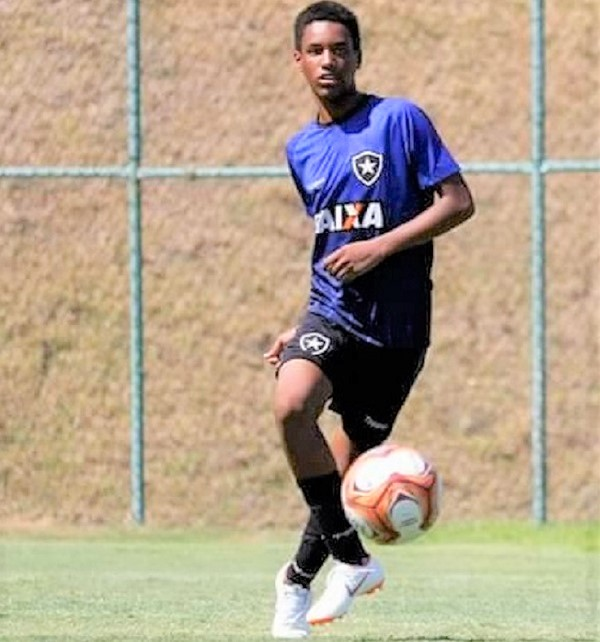Vitor Hugo, craque do Sub 15 do Botafogo, é dali do Parque Ipanema