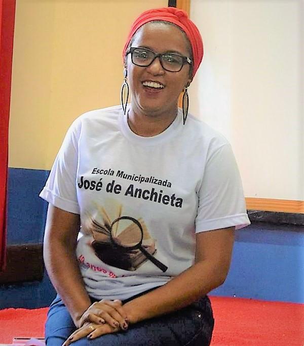 Professora Veronica Cunha lança 'Coração em Palavras' seu primeiro livro de poesia, no sábado, 16/03