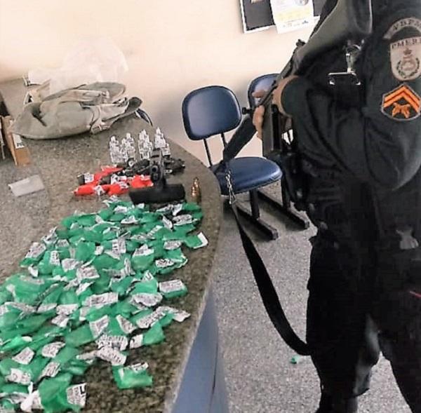 Mais um traficante morto em confronto com a Polícia no Morro da Caixa D'água em Queimados, nesta sexta, 29/03