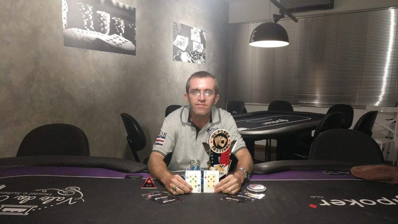 O Queimadense Lindberg Faria levou para casa o título de campeão de um dos principais festivais de poker da liga Sul-Fluminense