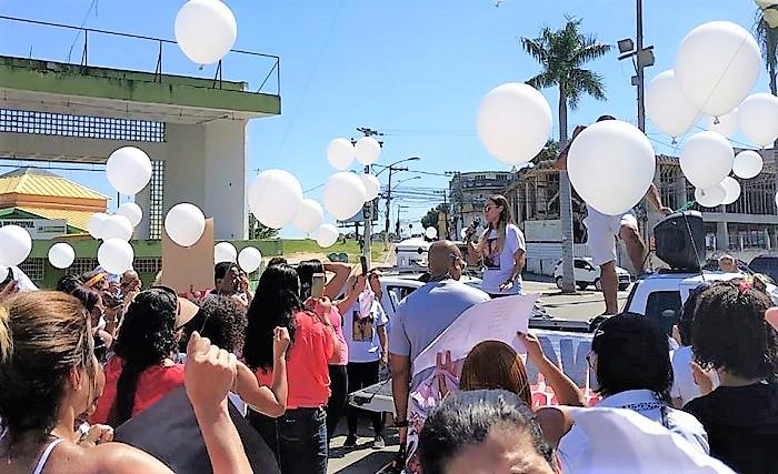 Protesto e emoção na passeata em homenagem a Luciana Santos, mais recente vítima de feminicídio  em Queimados