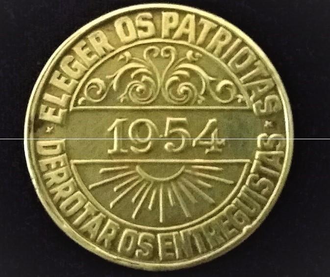 O historiador queimadense Nilson Henrique conta a história de uma medalha de 1954 que documenta um episódio de luta de resistência nacionalista em nossa região