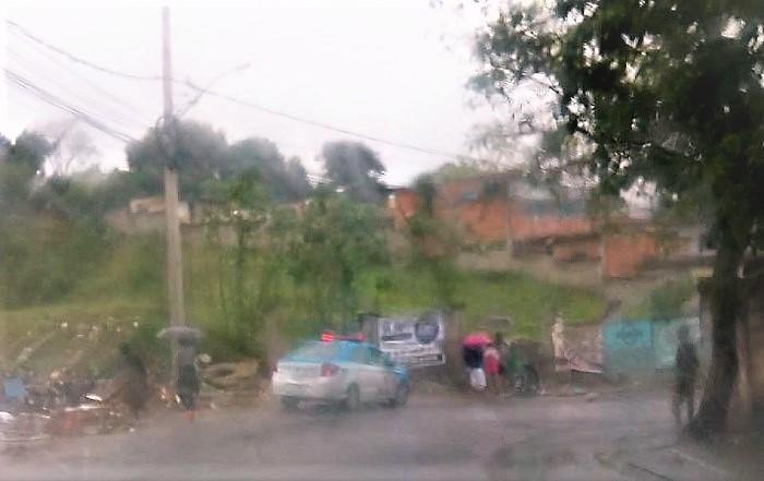 Crime bárbaro em Queimados: encontrado num terreno baldio no bairro São Miguel corpo feminino decapitado, queimado e mutilado