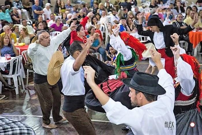 Domingo tem  galeto na brasa com música e dança folclórica na Casa de Gondomar. Uma festa portuguesa, com certeza!
