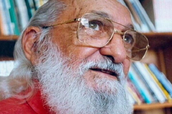 Um dia depois de chamado de 'energúmeno' por Bolsonaro, Paulo Freire, patrono da educação no Brasil, é homenageado na Câmara Federal e no Senado