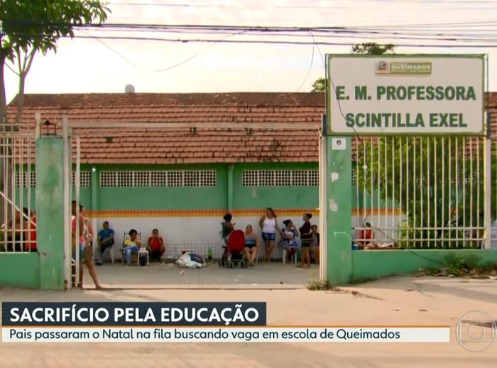 Depois do 'Choque', RJ-TV mostra a via crucis de pais de alunos por uma vaga na E. M. Scintilla Exel. Secretário diz que fila é por conta da 'ansiedade da população'.