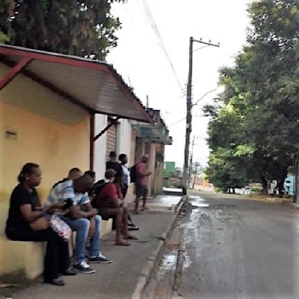 Moradores da Vila Camorim em Queimados reclamam dos atrasos e da falta de higiene dos ônibus da 'Blanco'