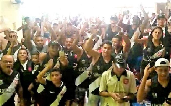 Torcedores cruzmaltinos criam a 'VasQueimados' e já partem para o Maracanã na quarta-feira