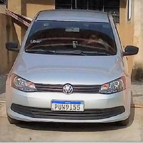 Este carro foi roubado na noite desta terça-feira, 21/01, na Av Irmãos Guinle, próximo ao Pontilhão
