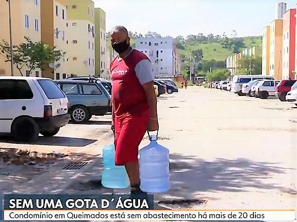 RJ TV mostra drama dos moradores dos 'Predinhos' do Valdariosa sem água há mais de 20 dias e galera da Quadra C fecha a Dutra em protesto