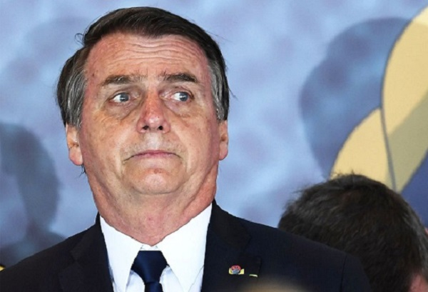 Bolsonaro nega responsabilidade sobre crise sanitária, sob falsa alegação de que STF o impediu de combater a Covid