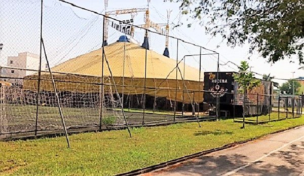 Circo montado na Vila Olímpica de Queimados virou caso de polícia e está interditado