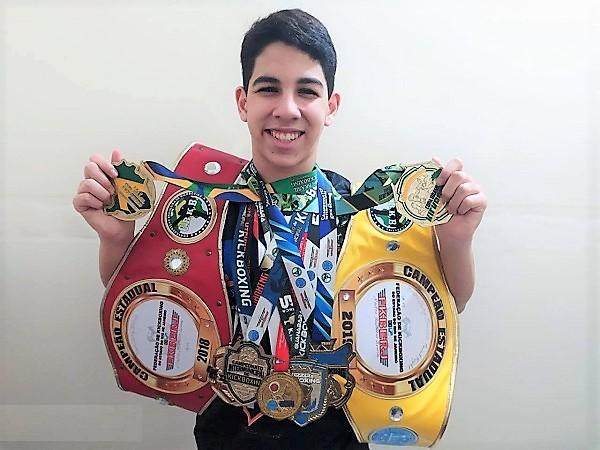 Jovem atleta da Baixada busca mais uma vitória no 30º Campeonato Brasileiro de Kickboxing