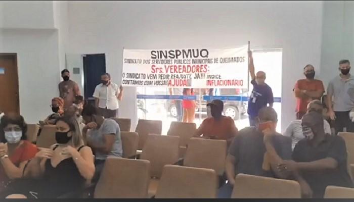 Servidores reclamam que Prefeito de Queimados continua em silêncio sobre revisão salarial até hoje não votada pela Câmara