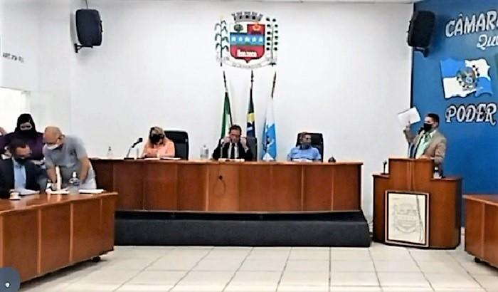 Câmara Municipal de Queimados recompõe Comissões Permanentes sob protesto de Lúcio Mauro
