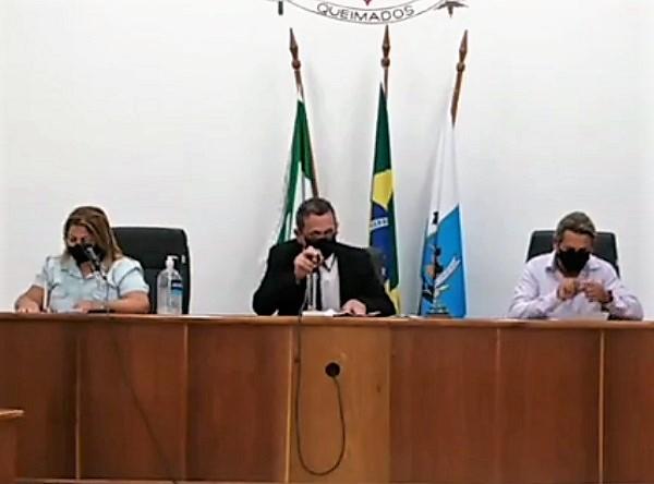 Câmara de Queimados aprova, em sessão extaordinária irregularmente convocada, a reestruturação do Conselho do Fundeb