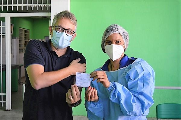 Começou nesta segunda e se estende até sexta 16/07 a vacinação contra Covid em Queimados para quem tem 40 e 41 anos ou mais, como é caso do Prefeito Glauco Kaizer