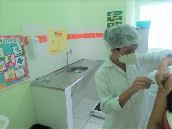 Na semana de 26 a 30/07 Queimados vacina contra Covid homens com 35 anos e homens e mulheres com 36 anos ou mais