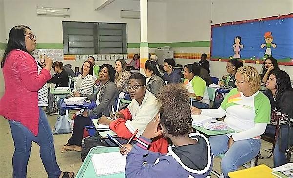 Queimados tem matrículas abertas para a EJA – Educação de Jovens e Adultos