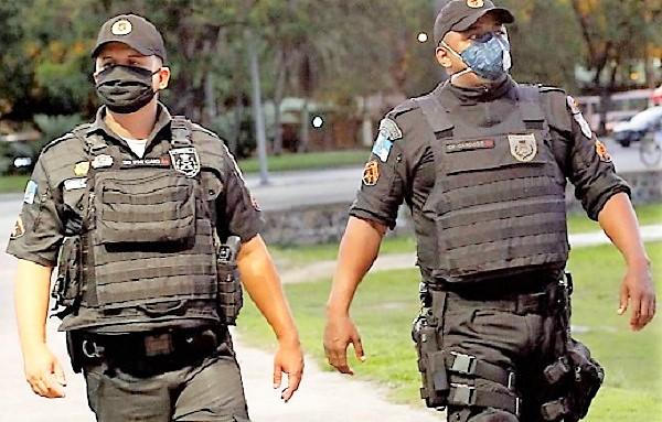 Covid mata mais policiais no Rio do que a violência