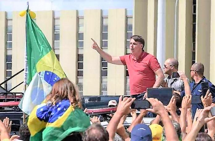 Manifesto de juristas repudia 'atitudes subversivas' de Bolsonaro, que estaria insuflando forças policiais dos estados em favor de seus delírios golpistas