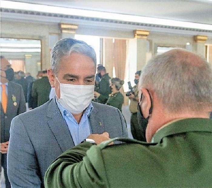 André Ceciliano recebe Medalha do Exército Brasileiro