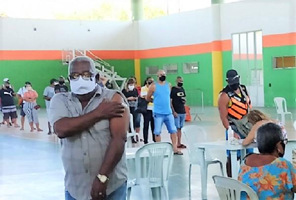 Vacinação contra Covid avança em Queimados a todo vapor